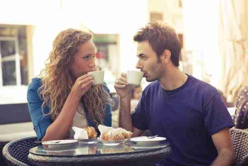 Pueden un hombre y una mujer ser solo amigos