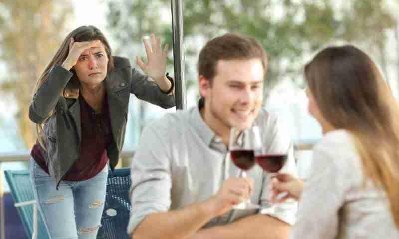 En este momento estás viendo Cómo aceptar que tu ex tiene una nueva pareja